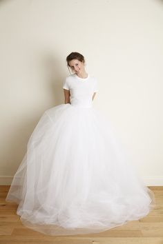 Robe Stan - Robe de mariée rock, Top urban et sa jupe conçue avec 200 mètre de tulles