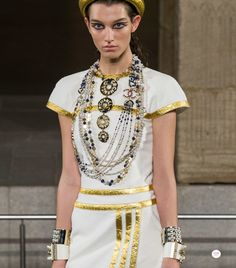 Chanel Metiers D'art Pre-Fall 2019 collection Source by geometric_skies Moda Chanel, Lesage, Spring Fashion Trends, Fashion Group, Best Jewelry Stores, Luxury Jewelry, Jewelry Trends, Fashion Pictures, Making Ideas