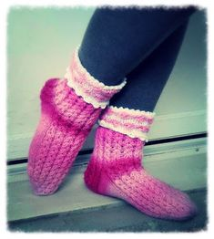Perhe auringonkeltaisessa talossa: Herkkuhetki-sukat