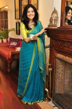 Five Best Saree Blouse Designs – Fashion Asia Saree Jacket Designs, Cotton Saree Blouse Designs, Dress Designs, Simple Sarees, Trendy Sarees, Indian Beauty Saree, Indian Silk Sarees, Saree Models, Blue Saree