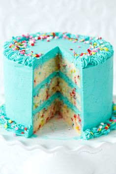 Blue frosted funfetti cake? Yes, please!