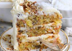 Recette facile de gâteau aux carottes à l'ananas! Food Cakes, Cake Recipes, Dessert Recipes, Sausage And Kale Soup, Best Carrot Cake, Unsweetened Applesauce, Toasted Pecans, Recipe For Mom, Chocolate Peanut Butter