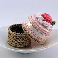 crochet cake box