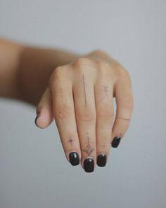 Finger Dot Tattoo, Hand And Finger Tattoos, Finger Tattoo For Women, Hand Tattoos For Women, Finger Tattoo Designs, Danty Tattoos, Boho Tattoos, Tatoos, Little Tattoos