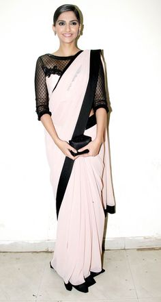 If Audrey Hepburn wore sarees.she would be dressed like this. Indian Attire, Indian Wear, Indian Dresses, Indian Outfits, Sonam Kapoor Saree, Farewell Dresses, Stylish Sarees, Elegant Saree, Indian Couture