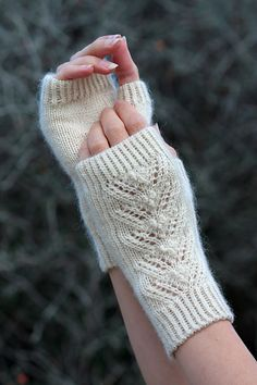 Ravelry: January Mitts free pattern by William Nelson