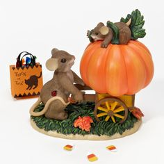 Charming Tails Little Pumpkins Become Big Ones 4023629 Mouse Figure Halloween