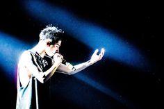 """いいね!1,911件、コメント17件 ― 浜野カズシさん(@hamanokazushi)のInstagramアカウント: 「ONE OK ROCK """"Ambitions""""JAPAN TOUR 4月8日千葉・幕張メッセ国際展示場 photo by 浜野カズシ(@hamanokazushi) #oneokrock」"""