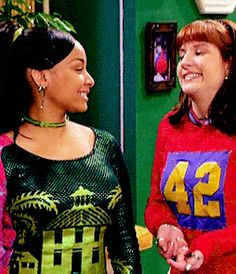 Raven and Chelsea :) Disney Channel Descendants, Disney Channel Shows, Go Best Friend, Best Friend Goals, Raven Symone, That's So Raven, 2000s Fashion, My Childhood Memories, Tv Shows