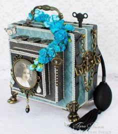 Gorgeous camera mini album by tarascrapstudio.com with instructions