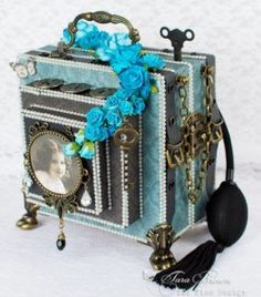 Gorgeous camera mini album by tarascrapstudio.com with instructions