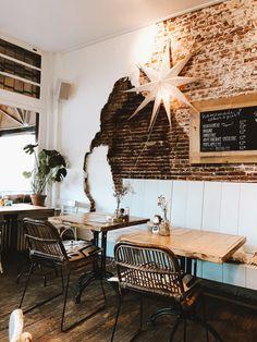 Hotspot: lunchen bij Roos in Leiden - Last Days of Spring Leiden, Interior Inspiration, Dining Table, Restaurant, Spring, Furniture, Home Decor, Style, Swag