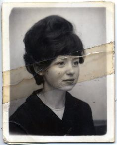 vintage beauty, love this angle and her eyes. a photo well loved. Old Pictures, Old Photos, White Photography, Portrait Photography, Fashion Photography, Grafik Art, Vintage Photo Booths, Photos Booth, Pose