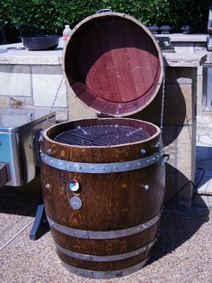 Dessertpin - Wine Barrel Electric Smoker by winebarrelwoodcraft Bourbon Barrel, Whiskey Barrels, Wine Barrel Diy, Ugly Drum Smoker, Barrel Smoker, Barris, Barbecue Pit, Wine Barrel Furniture, Barrel Projects