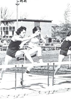 Oregon women's track & field 1977-78. From the 1978 Oregana (University of Oregon yearbook). www.CampusAttic.com