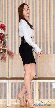[191118 ©BM] Beautiful Girl Image, Beautiful Asian Women, Beautiful Legs, Park Min Young, Korean Girl Fashion, Asian Fashion, Asian Actors, Korean Actresses, Korean Beauty