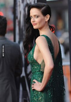 Actress Eva Green arrives at the Los Angeles Premiere 'Sin City: A Dame To Kill For' at TCL Chinese Theatre on August 2014 in Hollywood, California. Actress Eva Green, Green Photo, Bond Girls, Hollywood Actresses, Beautiful Actresses, Pretty Woman, Celebs, Lady, Dresses