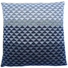 Tante Nora pude Knitted Fabric, Knit Crochet, Cushions, Pillows, Louis Vuitton Damier, Diy And Crafts, Retro, Sewing, Knitting