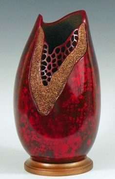 Red Radiance gourd art by Judy Richie Hand Painted Gourds, Decorative Gourds, Keramik Vase, Creation Deco, Vases, Gourd Art, Pottery Vase, Wood Carving, Ceramic Art