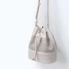 Perforated bucket bag from ZARA. Saved to Accessories for ME! Shop more products from ZARA on Wanelo. Sandro, Expensive Purses, Aldo Purses, Cheap Purses, Zara New, Zara Shoes, Tote Purse, Bag Storage, Evening Bags