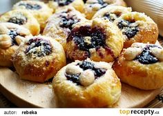 Šleha(čkové)né koláčky recept - TopRecepty.cz Eastern European Recipes, I Want Food, Biscuit Cookies, Russian Recipes, Tea Cakes, Sweet Bread, Bellisima, Sweet Recipes, Food To Make