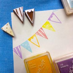 This is a really great way of stamping any form of bunting. Also they aren't too difficult to carve, so you can have any designs you want. Hobbies And Crafts, Diy And Crafts, Arts And Crafts, Paper Crafts, Homemade Stamps, Eraser Stamp, Stamp Carving, Linoprint, Card Tutorials