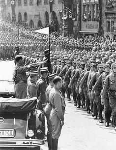 Adolf Hitler and Goebbels in the workshop of the sculptor Josef Thorak - Munich, 1937
