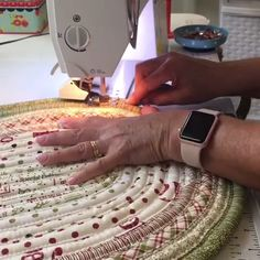 Diy Crafts - sewing-Sewing Diy Projects Fabric Scraps Rag Rugs 59 Ideas For 2019 diy sewing Diy Sewing Projects, Sewing Tutorials, Sewing Hacks, Sewing Crafts, Sewing Lessons, Fabric Rug, Fabric Scraps, Quilt Patterns, Sewing Patterns