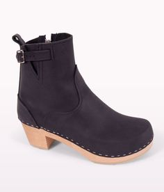 3425f1b07ab5 Clog boots-worth to spend money for any seasons