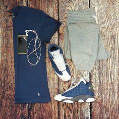 or: #WDYWTgrid by @sidscorner #WDYWT for on-feet photos #WDYWTgrid for outfit lay down photos •