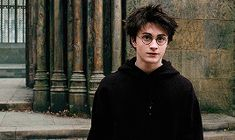 toshiomatsumoto:Harry Potter and the Prisoner of Azkaban. Daniel Radcliffe Harry Potter, Harry James Potter, Harry Potter Sempre, Images Harry Potter, Harry Potter Movie Posters, Harry Potter Imagines, Harry Potter Tattoos, Harry Potter Quotes, Draco Malfoy