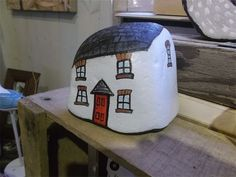 Quirky cottage : painted pebble