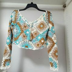 Granny Square top, made of high quality 50% wool - 50% acrylic, patchwork style in multiple colors. top: length 37 cm - 14,57 incha width 42 cm - 16,54 incha breast 48 cm - 18,90 incha sleeves: length 60 cm -23,62 incha circumference 34 cm - 13,39 incha It is recommended that hand washing