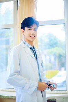 Doctor Hu Yi Tian, I need treatment. Korean Male Actors, Asian Actors, Chines Drama, Park Bo Gum, Yoo Ah In, A Love So Beautiful, Cute Actors, Chinese Boy, Cute Korean