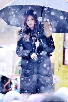 (9) Twitter Nayeon, Kpop Girl Groups, Korean Girl Groups, Kpop Girls, K Pop, Sana Momo, Sana Minatozaki, Chou Tzu Yu, Tzuyu Twice