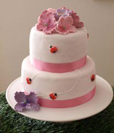 How beautiful is this ladybug cake! #ladybugs #cake