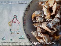 CARNEVALE. Nodini di nonna Mafalda. Qui varia più la forma che la ricetta. Dall'impasto dei crostoli ricavare con la rotella dentata delle strisce lunghe 15-20 cm e larghe circa 2cm. Ingredienti: 500g farina, 2 tuorli e 1 albume, 50g burro, 3 cucchiai di zucchero, 1 bustina di vanillina, scorza grattugiata di limone e arancia, un pizzico di lievito per dolci, una fialetta di rum, vino bianco qb per impastare.