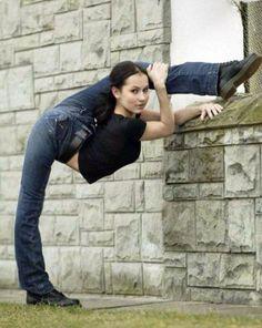 Holy mamma thats flexible! I wish I was that flexible!!!