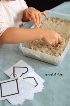 Bonjour!! Une petite activité Petite section de maternelle, qui consiste à reproduire une forme dans le sable. Les cartes de Nomenclature sur les formes sont imprimable ici : http://data.over-blog-kiwi.com/0/95/32/42/20150324/ob_05ca0b_formes-pour-les-traces.pdf...