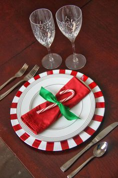 DIY Candy Cane Inspired Charger #holidaytablesetting #Christmas { thelovebugsblog.blogspot.com }