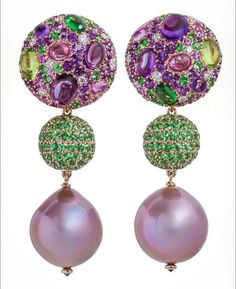 @margotmckinney.   These extraordinary naturally pink pearls have the most beautiful lustre. I have highlighted the pink tones in the tops with amethyst which I love juxtaposed with the green of the tsavorite garnets. The pearls are of course detachable so one can wear the top alone for versatility and as always this earring has a collapsible post, so if, like me you don't have pierced ears then it's just fine! #margotmckinneyjewellery #margotmckinneypearls