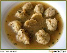 Bramboráčkové knedlíčky do polévky Suroviny: 4 malé brambory(115g) 7 pl hrubé mouky(zarovnaná lžíce) 1 pl sušené majoránky 1 pl nasekaného libečku 1 kl vegety, nebo podravky 1 vejce špetka mletého pepře Postup přípravy receptu Oloupané a umyté brambory nastrouháme na jemném slzičkovém struhadle a smícháme se všemi uvedenými surovinami, jako na bramborákové těsto. Kávovou lžičkou těsto nabíráme do hodně navlhčené dlaně a tvoříme malé kuličky o průměru cca 2cm. Až máme všechny knedlíčky…