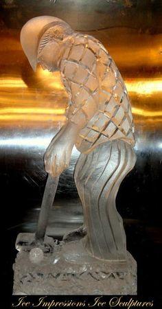 Escultura de gelo.  Jogador de golfe.