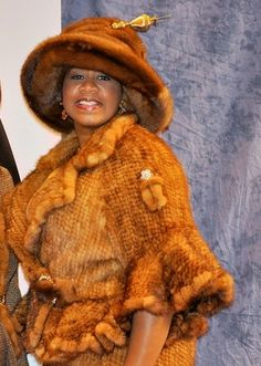 Fur with pin Suits For Women, Women Wear, Afrocentric Clothing, Sunday Clothes, Church Hats, Flower Hats, Love Hat, Style And Grace, Tilt