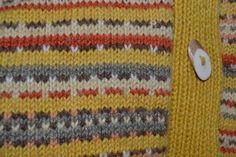 Ensimmäinen villapaita itse värjäämistä langoista. Värien lähteinä; maitohorsman lehti, verihelttaseitikki, mesiangervon lehti sekä luonnollinen lampaan väri valkea ja ruskea. Napit poronsarvista ... tietysti :)