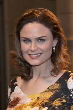Emily Deschanels layered shoulder length hairstyle
