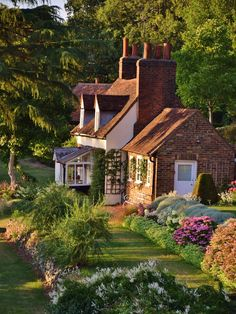 Country Cottage in Old Hatfield casa de campo + jardim em old hatfield, inglaterra – Cottage House Plans, Cottage Homes, Cottage Ideas, Cozy Cottage, Brick Cottage, Cottage Bedrooms, Country Bedrooms, Cottage Living, Country Living
