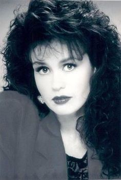 Younger Marie Osmond - so beautiful! Marie Osmond Hot, Donny Osmond, Sexy Golf, Osmond Family, The Osmonds, Medium Curly, Sound Of Music, Pure Beauty, Cute Woman
