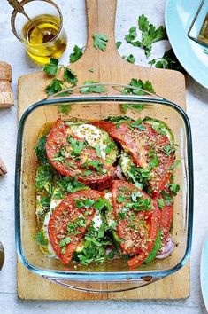 Cukinia zapiekana z pomidorami i mozzarellą My tasty cuisine: Zucchini baked with tomatoes and mozzarella Vegetarian Recipes, Cooking Recipes, Healthy Recipes, Healthy Snacks, Healthy Eating, Fat Foods, Breakfast Lunch Dinner, Light Recipes, Food Inspiration
