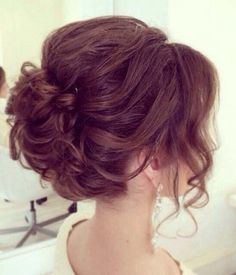 We <3 this! Pretty Prom Hairstyles